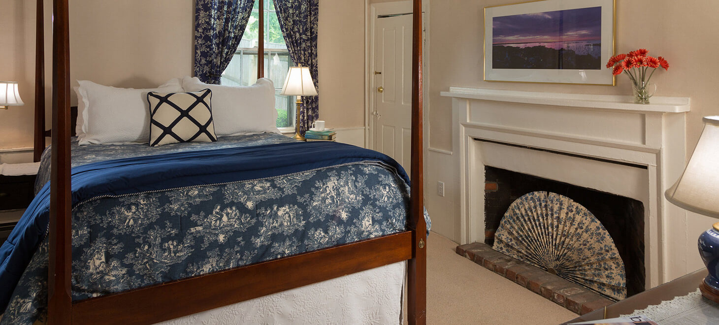 Massachusetts Extended Stay Hotel - Captains Quarters bed