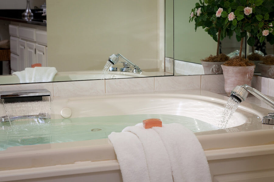 Marblehead B&B - Bath in Room 25