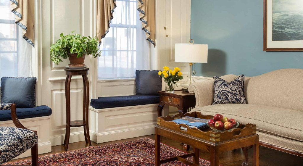 Comfortable common area seating at our Marblehead, MA hotel